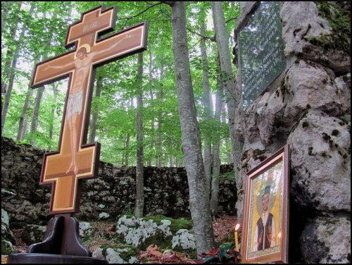 Јадовно -  Шаранова јама - Часни крст